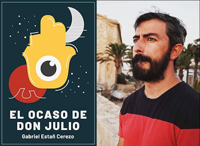 imagem del autor de El Ocaso de Don Julio junto a la portada del libro. Apoyo solidario a ELA España